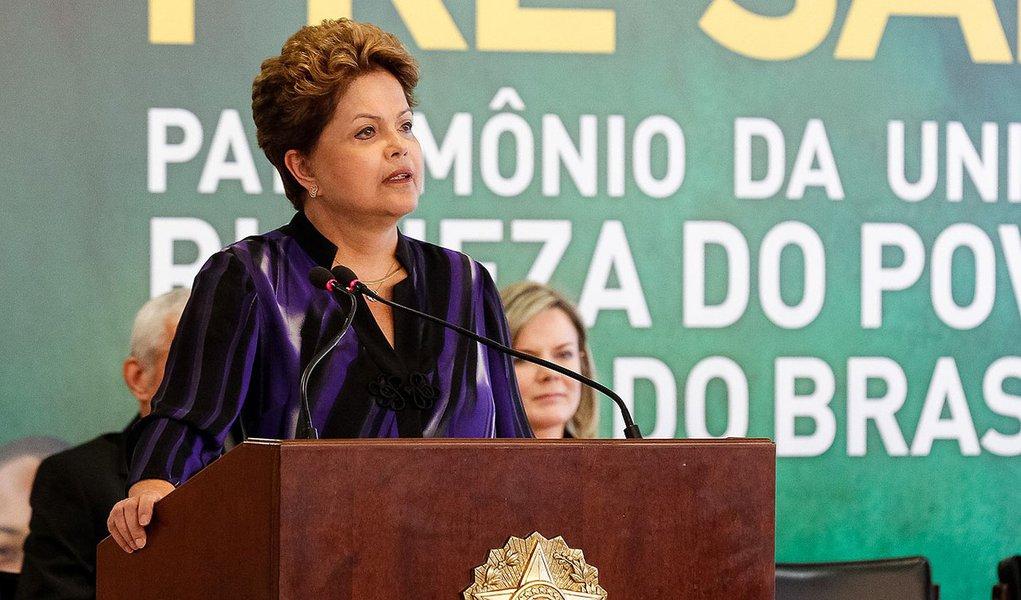 Presidenta Dilma Rousseff durante cerimônia com participantes da IV Conferência Nacional Infantojuvenil pelo Meio Ambiente - IV CNIJMA. (Brasília - DF, 02/12/2013)