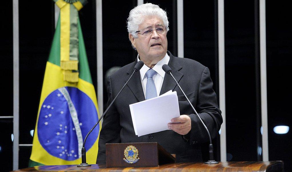 Senador Roberto Requião (PMDB-PR) cobra a Mesa do Senado pelo exame de dois requerimentos apresentados por ele, com o objetivo de obter informações sobre dívidas das Organizações Globo