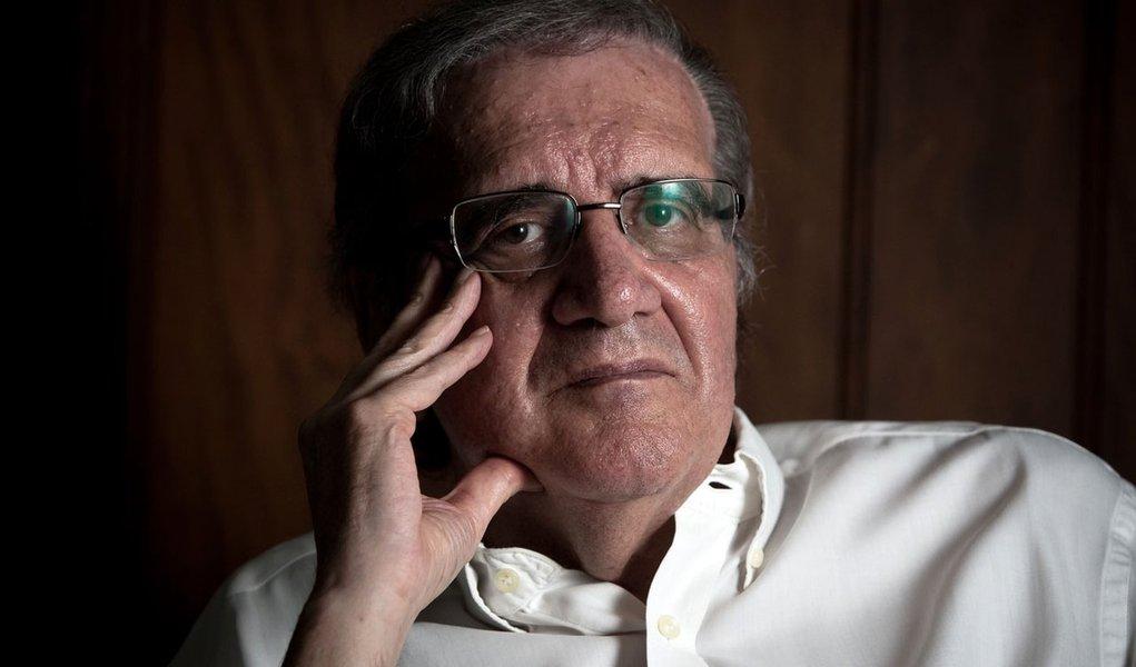SÃO PAULO, SP, BRASIL,  20-01-2011, 15h30: Entrevista com o ex-presidente do palmeiras Luiz Gonzaga Belluzo, em seu apartamento em Pinheiros. (Foto: Letícia Moreira/Folhapress, MÔNICA BERGAMO) *** EXCLUSIVO FOLHA***