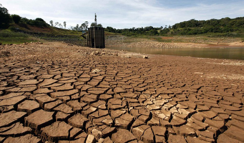 A view of the water catchment of the Cantareira water supply system at Jaguari dam in Joanopollis, 136 km (77 miles) from Sao Paulo February 21, 2014. The water levels of the Cantareira system, which serves 9.3 million residents in Sao Paulo's metropolita