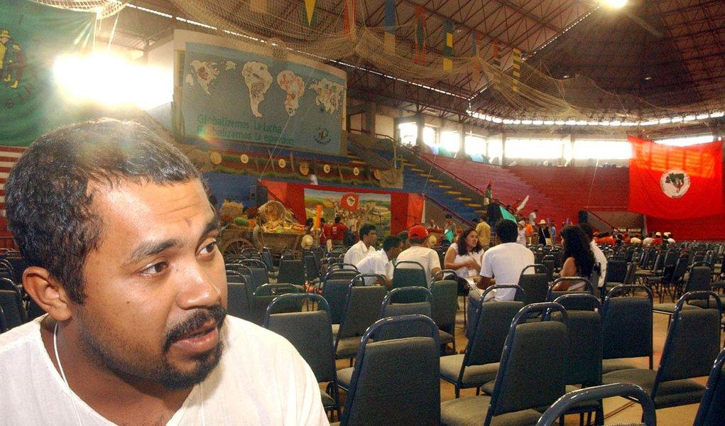 João paulo rodrigues coordenador nacional do Mst , da entrevista a Agência Brasil no forum social mundial foto marcello casal jr local Ginasio tesourinha