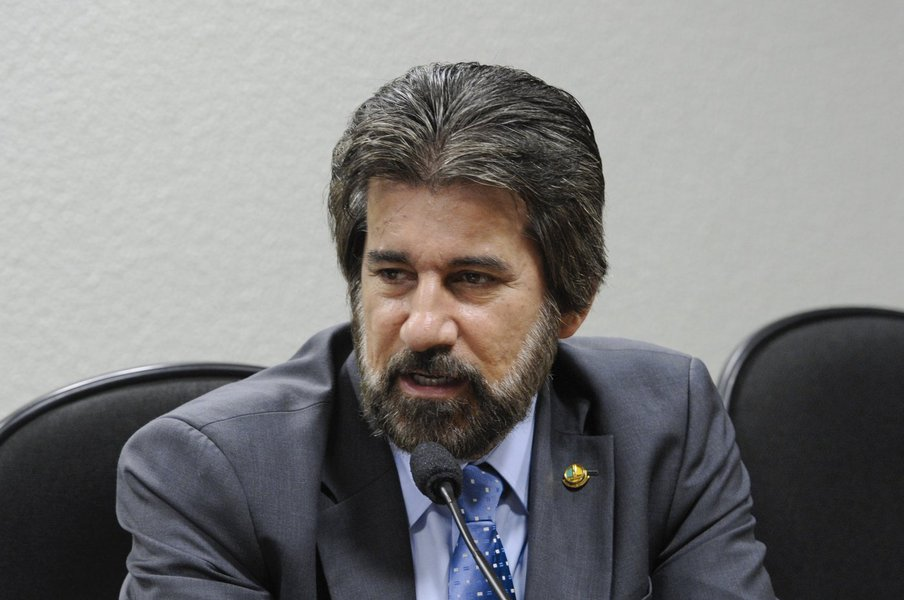 Senador Valdir Raupp (PMDB-RO) durante instalação dos trabalhos e eleição do presidente e vice-presidente da Subcomissão Permanente de Infraestrutura e Desenvolvimento Urbano
