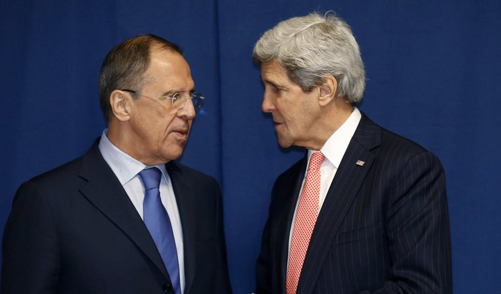 Russia's Foreign Minister Sergei Lavrov (L) and U.S.Secretary of State John Kerry meet  to discuss the Ukraine crisis, at the Conference on International Support to Libya,  in Rome March 6, 2014. It is the second meeting in as many days between Kerry and