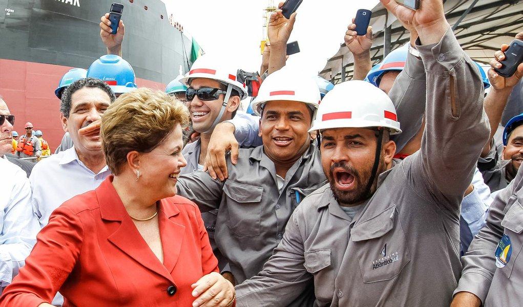 Ipojuca - PE, 14/04/2014. Presidenta Dilma Rousseff durante Cerimônia alusiva à viagem inaugural do navio Dragão do Mar e batismo do navio Henrique Dias no Estaleiro Atlântico Sul . Foto: Roberto Stuckert Filho/PR