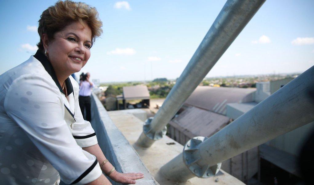 ***EMBARGADA PARA JORNAIS DO RS E SC*** CANOAS, RS, 20/12/2013: DILMA ROUSSEFF/RS - A presidente Dilma Rousseff está no Rio Grande do Sul nesta sexta-feira para participar da cerimônia de inauguração da BR-448. A chamada Rodovia do Parque é a esperança de