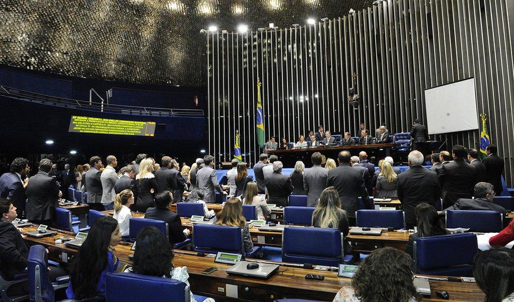 Sessão solene do Congresso para promulgação da Emenda Constitucional 80/2014, decorrente da Proposta de Emenda à Constituição 4/2014 (PEC das Defensorias), que garante a instalação de defensorias públicas em todos os municípios do país. A Emenda fixa praz