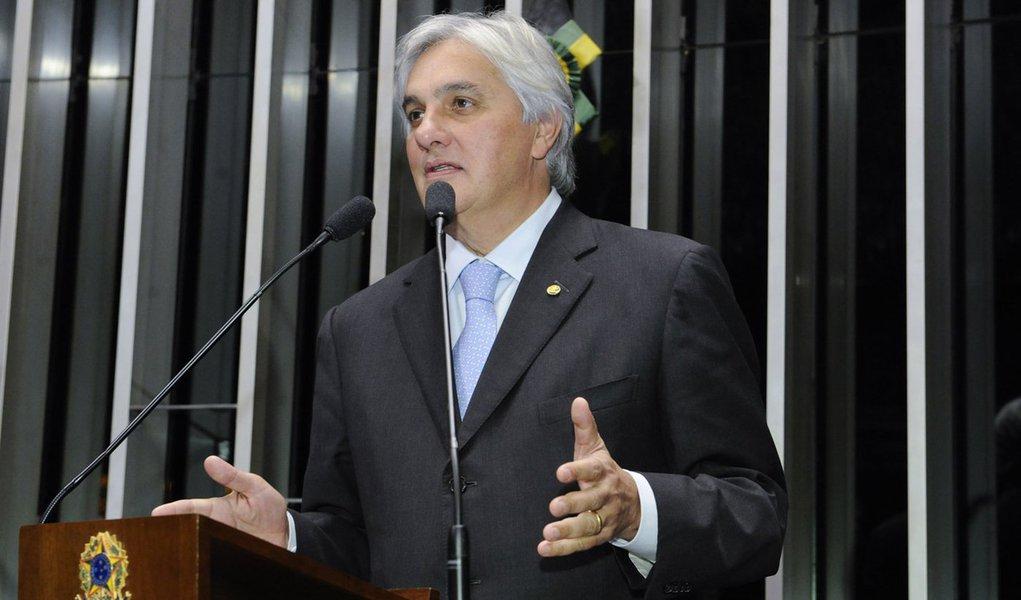 Senador Delcídio do Amaral (PT-MS) rebate acusações de que projeto de lei de sua autoria (PLS 354/2009), conhecido como Cidadania Fiscal, favoreceria a lavagem de dinheiro