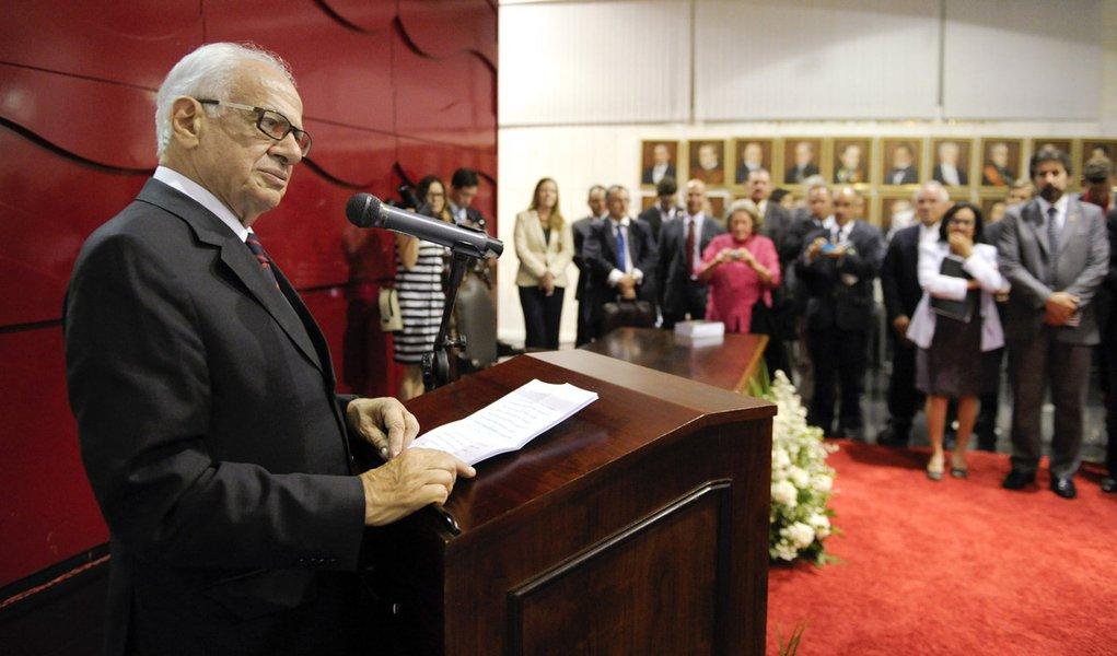 """Senador Pedro Simon (PMDB-RS) discursa no lançamento do seu livro """"Fé e Política – de Pedro a Francisco"""""""