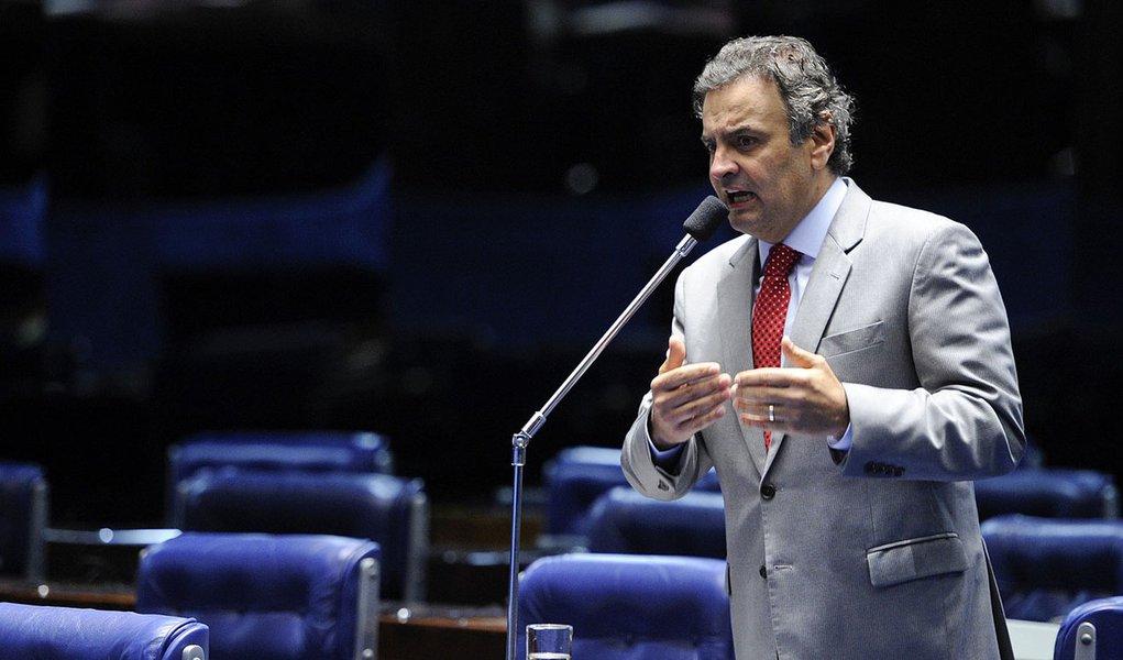 Em aparte, o senador Aécio Neves (PSDB-MG) diz esperar que o pedido de criação da CPI da Petrobras seja lido pela Mesa do Senado na sessão deliberativa de terça-feira (1º)