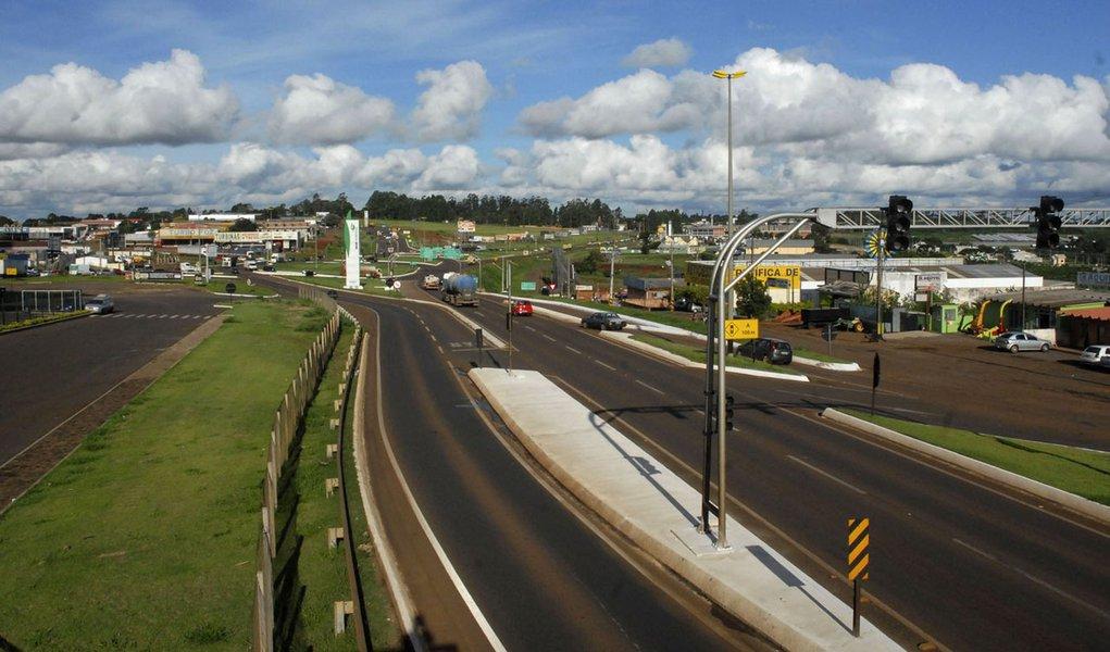 """O relatório parcial da """"Operação Carnaval"""" nas rodovias estaduais, realizada pelo Batalhão de Polícia Rodoviária, registrou 10 mortes nas estradas do Paraná durante o feriado, contra 22 no Carnaval de 2013, uma redução de 54,55%. Foto- Jose Gomercindo / A"""