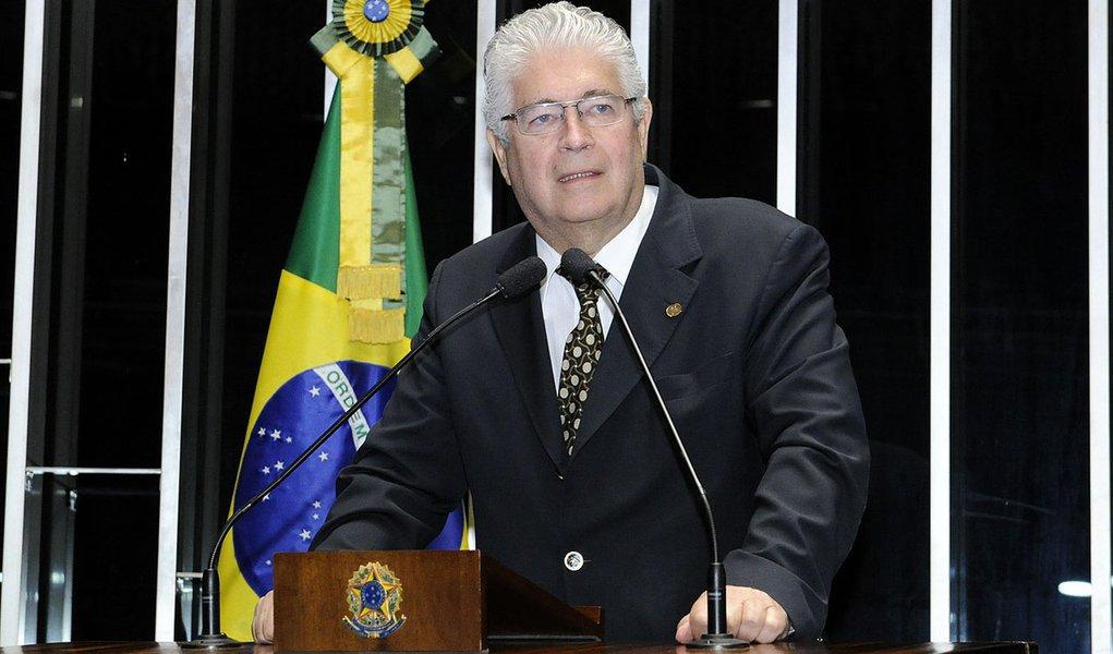 Senador Roberto Requião (PMDB-PR) pede à Câmara dos Deputados que coloque logo em votação seu projeto de lei com novas regras para o direito de resposta a quem se sentir ofendido ou caluniado por informações divulgados pelos veículos de comunicação