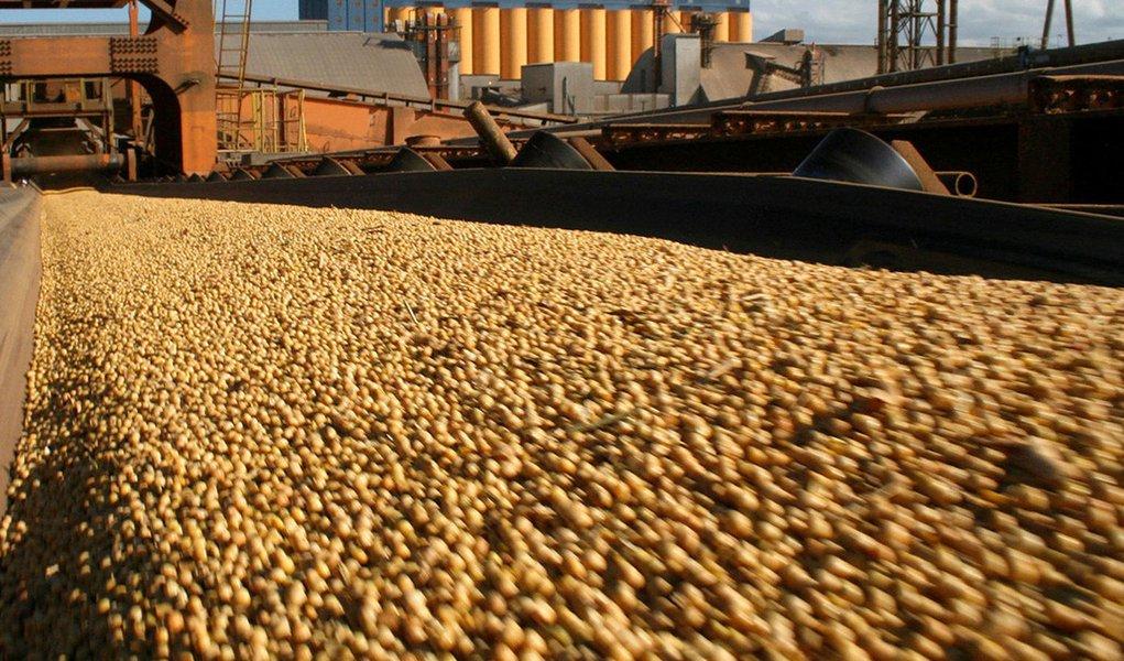 Brasil passa a liderar venda de soja para a China
