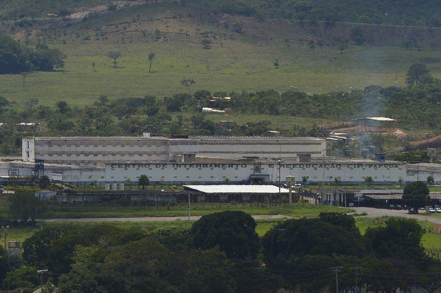 Brasilia - Condenados  da A��o Penal 470, trazidos  pelo avi�o da Pol�cia Federal (PF), foram levados para o complexo penitenci�rio da Papuda, no Distrito Federal