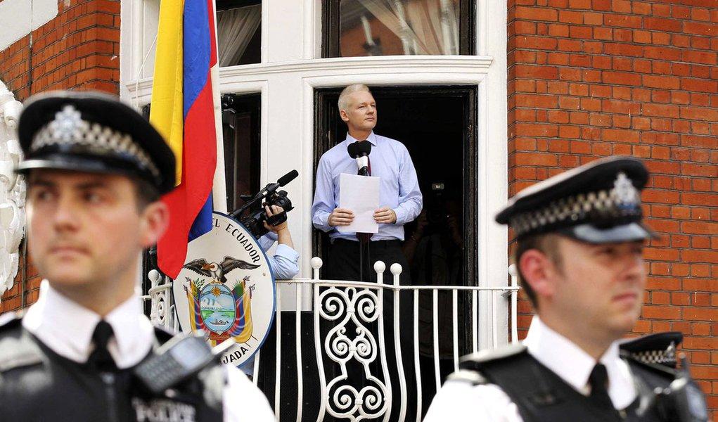 Em resolução, OEA apoia Equador no caso Assange