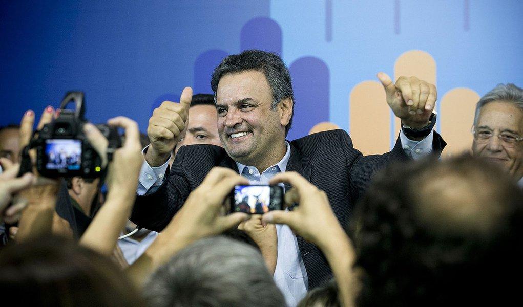 SÃO PAULO, SP, 25.03.2013: PSDB/ENCONTRO/SP  Aécio Neves  durante encontro do PSDB , na noite desta segunda-feira (25), na sede estadual do partido, em São Paulo. (Foto: Fabio Braga/Folhapress)