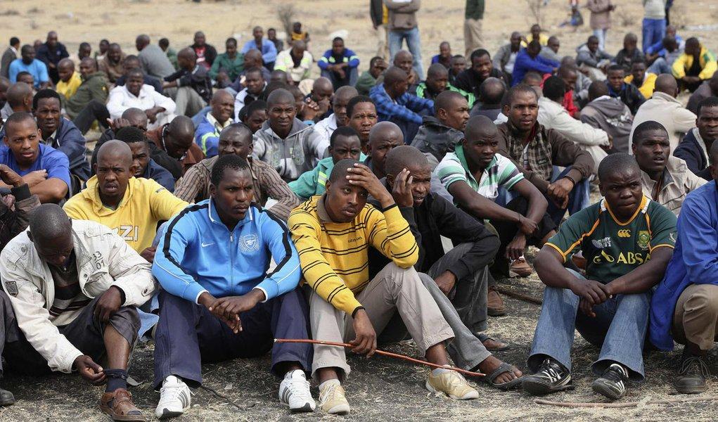 Mineiros da África do Sul retornam ao trabalho