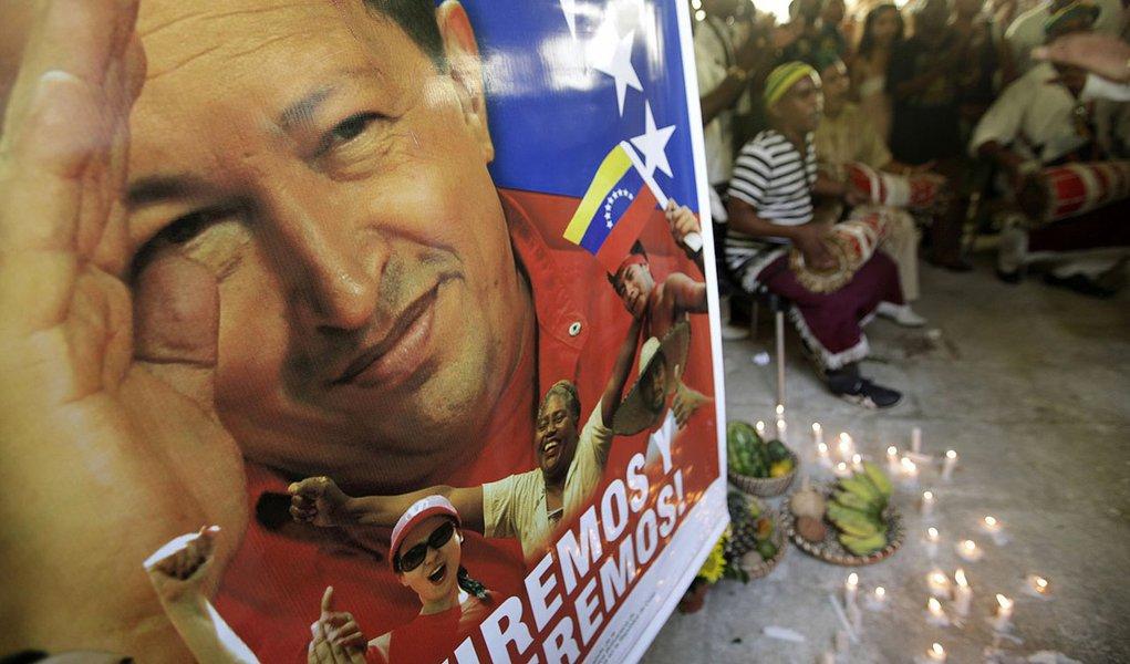 """Chávez tem evolução """"favorável"""""""
