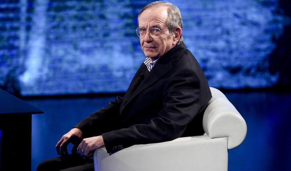 Il ministro dell'Economia Pier Carlo Padoan intervistato da Fabio Fazio a 'Che tempo che fa', 4 maggio 2014.  ANSA/MOURAD BALTI TOUATI
