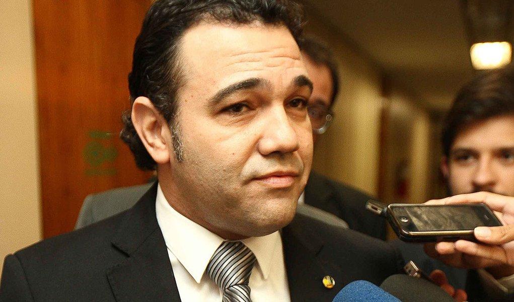 Oposição ultrapassa apoio, mas Feliciano continua onde está