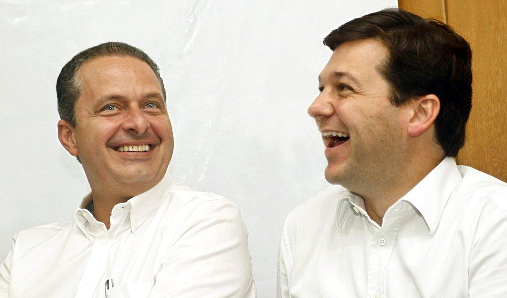 Campos faz campanha até via telemarketing