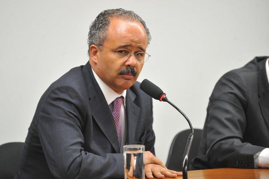 Brasilia - A comissão especial criada para analisar o projeto da Lei Geral da Copa de 2014 (PL 2330/11, do Executivo) e instalada . Os líderes partidários indicarao os  integrantes da comissão. A comissão especial contará com integrantes das comissões de