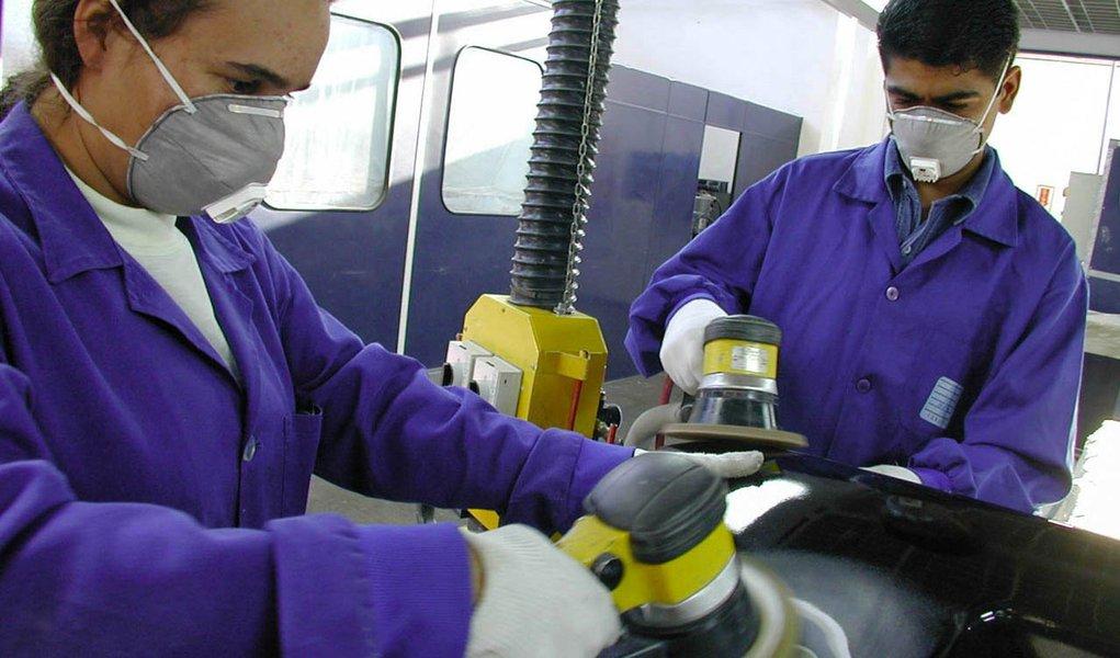Emprego na indústria paulista registra queda