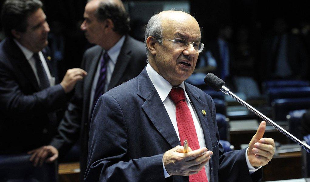 Senador José Pimentel (PT-CE) pede a votação de seis pedidos de autorização de empréstimos para estados e municípios, no valor global de US$ 434 milhões, o equivalente a mais de R$ 1 bilhão