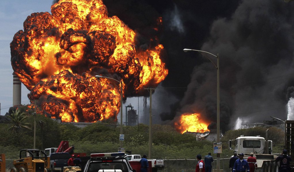Sobe a 48 número de mortos por explosão na Venezuela