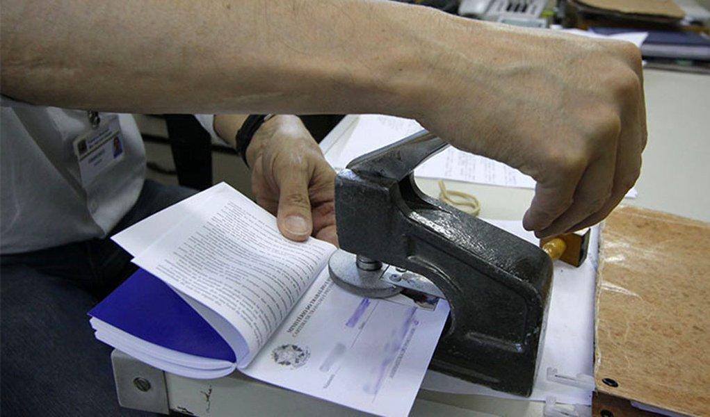 Gerais do PAT, Emissão de carteira de trabalho, atendimento, Portal do Sistema  Nacional  de Mão de Obra Foto: Antonio Basilio SJC 21-10-2013.