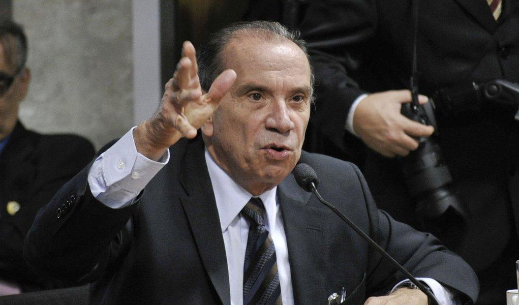 Senador Aloysio Nunes Ferreira (PSDB-SP) analisa pedidos de licença para contratação de operação de crédito externo em favor dos estados do Rio Grande do Sul e do Paraná, no montante de 260 milhões de dólares