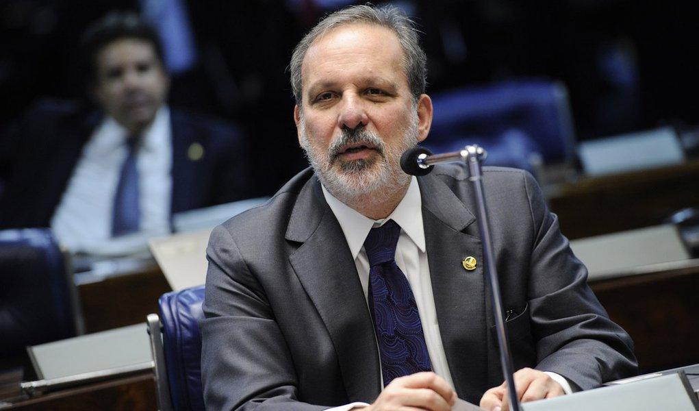Senador Armando Monteiro (PTB-PE) durante discussão sobre os requerimentos de criação da CPI da Petrobras