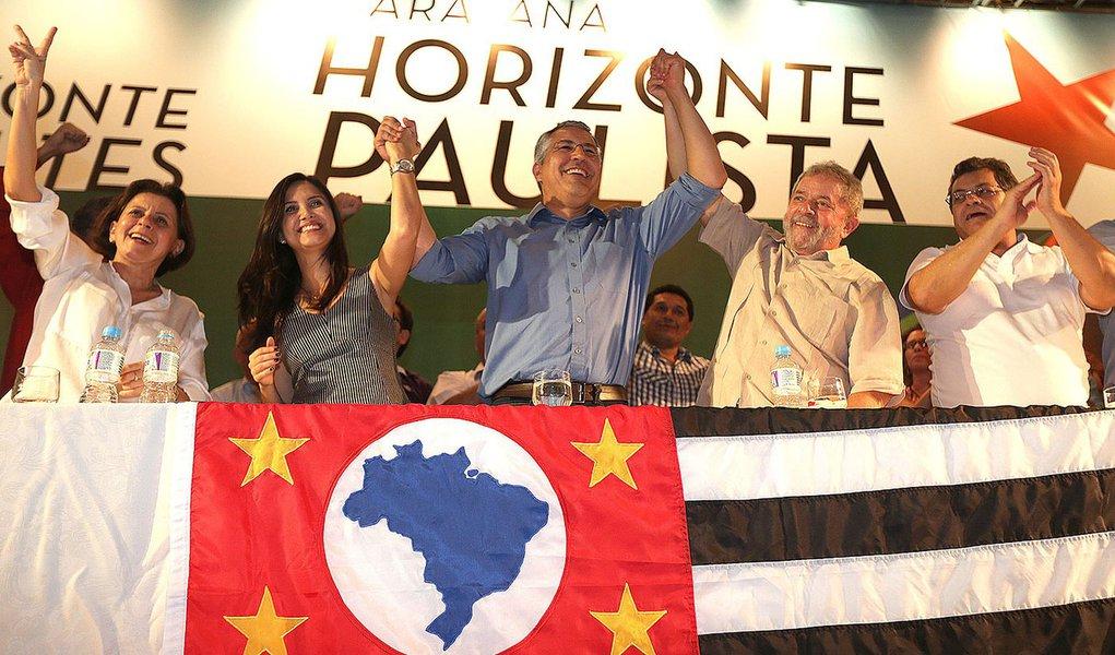 Araçatuba 11/04/2014 Ex-ministro Alexandre Padilha Coordenador da Caravana Horizonte Paulista com ex-presidente Lula durante plenária  FOTO PAULO PINTO/ANALITICA