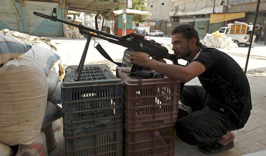Oposição síria pede armas pesadas a países aliados