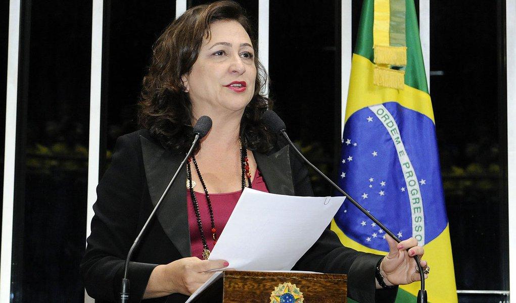 Senadora Kátia Abreu (PMDB-TO) informa que marcou audiência no Ministério da Saúde para discutir a situação da maternidade Dona Regina, em Palmas, fechada pelos próprios médicos por falta de condições de funcionamento