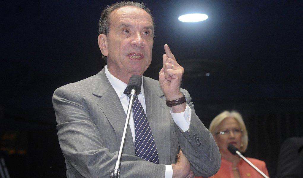 Senador Aloysio Nunes Ferreira (PSDB-SP) critica o adiamento da votação do projeto que estabelece um novo indexador para as dívidas dos estados e municípios