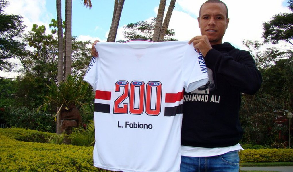 Luis Fabiano completa 200 jogos com a camisa do São Paulo