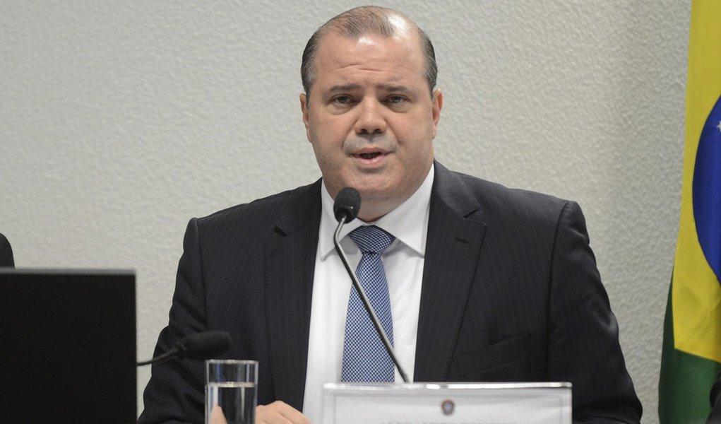 Brasília - A percepção de muitos agentes econômicos ainda está mais pessimista do que a realidade dos números. A avaliação é do presidente do Banco Central (BC), Alexandre Tombini, em audiência pública na Comissão de Assuntos Econômicos (CAE) do Senado