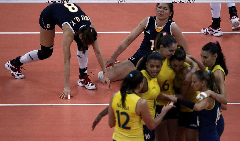 Brasil vence, mas depende de outros no vôlei feminino