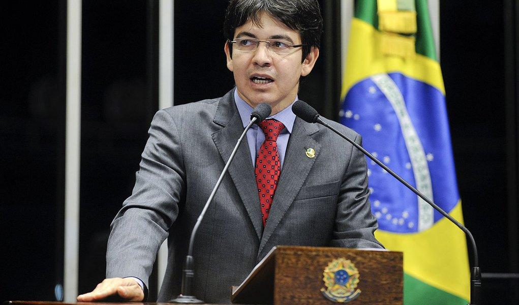 Senador Randolfe Rodrigues (PSOL-AP) defende a retirada de suas emendas ao projeto que facilita o pagamento das dívidas de estados e municípios com a União (PLC 99/13)