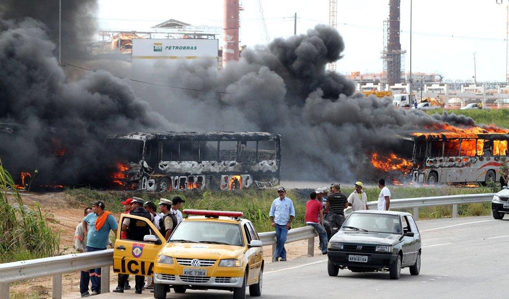 Fogo e clima de guerra em refinaria da Petrobras