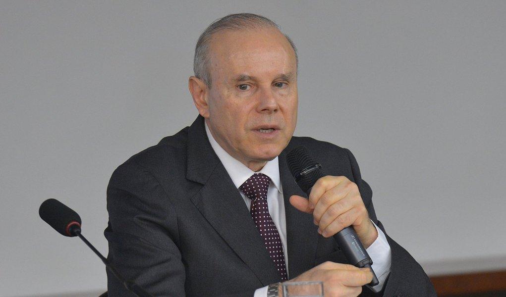 Brasília - O ministro da Fazenda, Guido Mantega, participa de audiência na Comissão de Finanças e Tributação da Câmara dos Deputados, disse que o Brasil está preparado para enfrentar as turbulências do mercado financeiro internacional