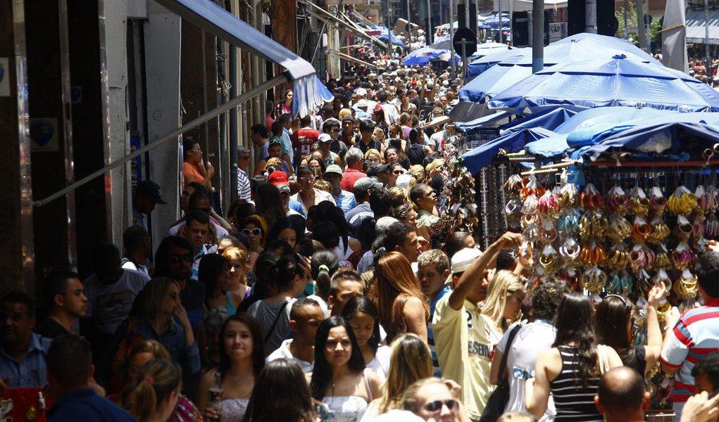 Crédito no Brasil cresce 0,7% e inadimplência sobe