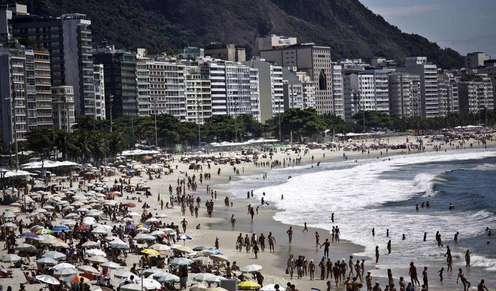 RIO DE JANEIRO,RJ,14.12.2013:RIO DE JANEIRO/MOVIMENTAÇÃO PRAIAS - Movimentação na Praia de Copacabana no Rio de Janeiro, RJ, neste sábado (14). (Foto: Ariel Subirá/Futura Press/Folhapress)