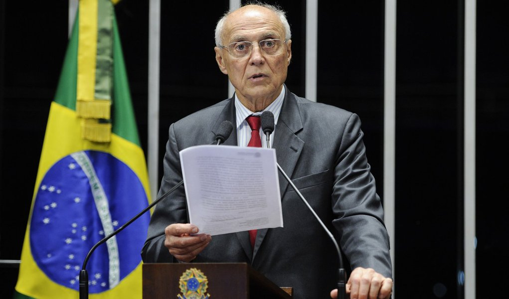 Senador Eduardo Suplicy (PT-SP) explica em carta ao ministro Gilmar Mendes, do Supremo Tribunal Federal, as doações aos petistas condenados no escândalo do mensalão