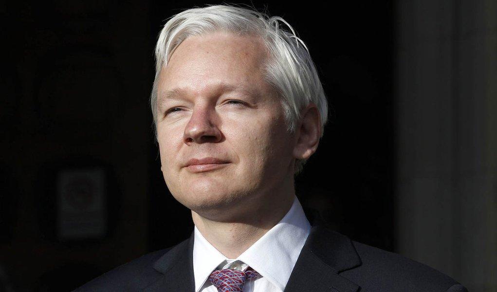 """Assange diz que asilo é """"vitória importante"""""""