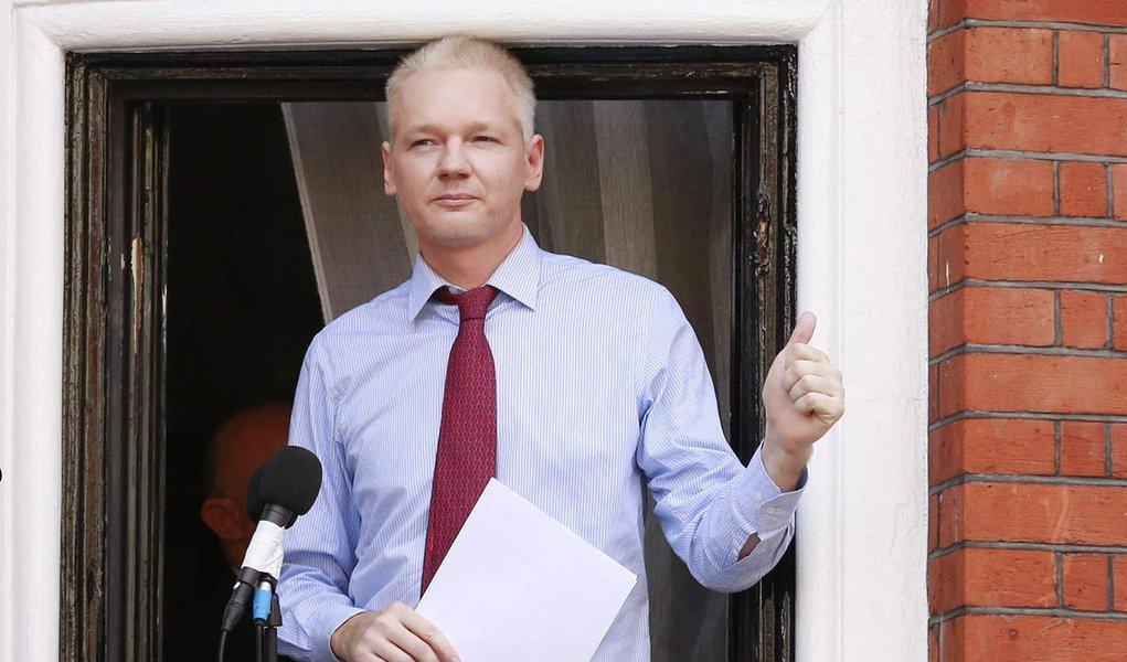 Suécia admite extraditar Assange aos Estados Unidos