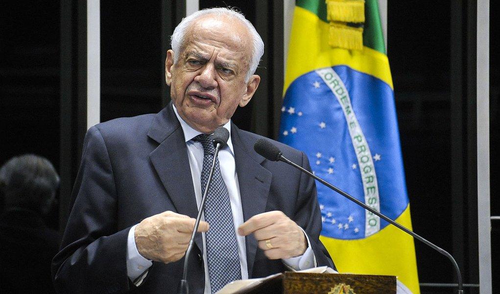 Senador Pedro Simon (PMDB-RS) lamenta pedido de vista em julgamento do Supremo Tribunal Federal sobre financiamento de campanhas