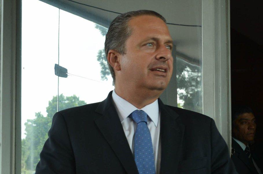 Brasília - O governador de Pernambuco, Eduardo Campos fala a imprensa após encontro com o ministro da Fazenda, Guido Mantega. Marcello Casal Jr./ABr