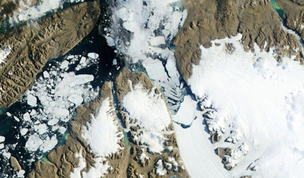 Derretimento de gelo na Groenlândia atinge nível recorde