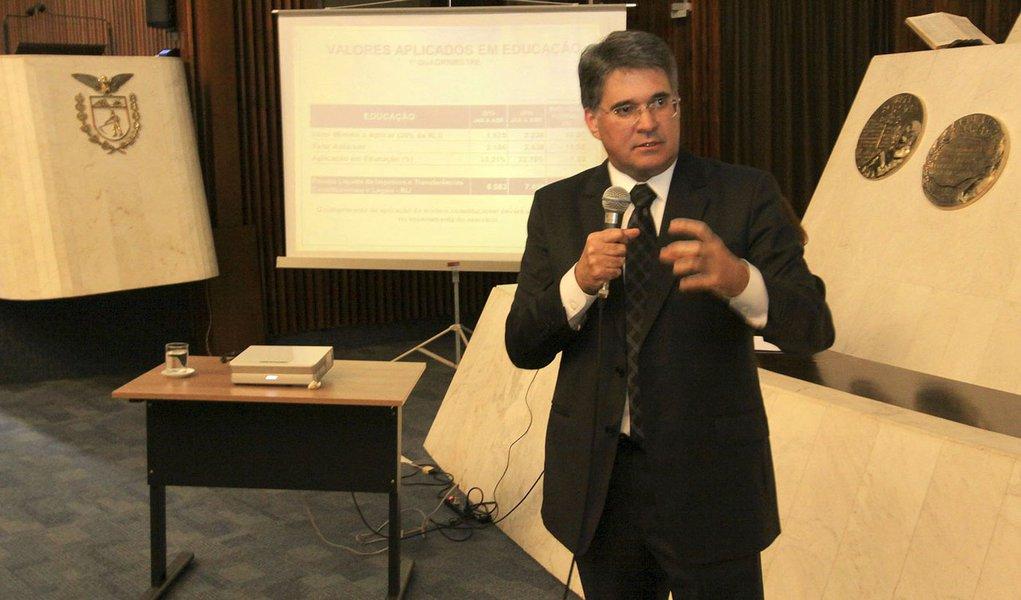 Secretário da Fazenda, Luiz Eduardo Sebastiani, durante apresentação de contas do 1º quadrimestre de 2014 na Assembleia. Curitiba/Pr, 28.05.2014 - Foto Jonas Oliveira/ANPr